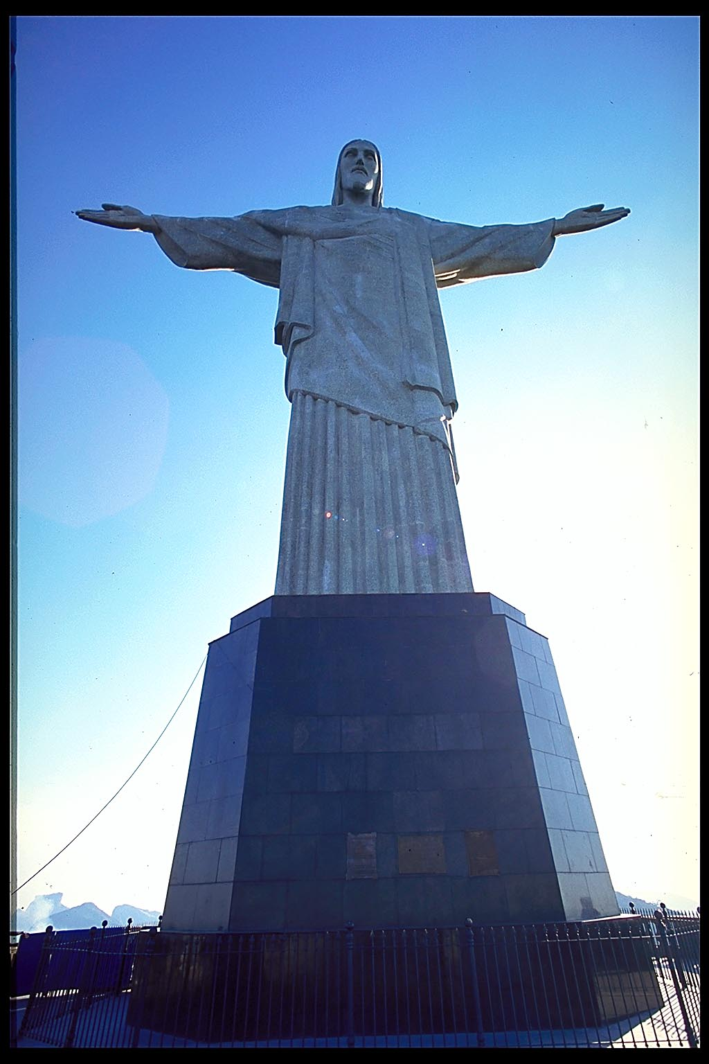 http://www.ianskipworth.com/photo/pcd1403/rio_christ_statue_12_4.jpg